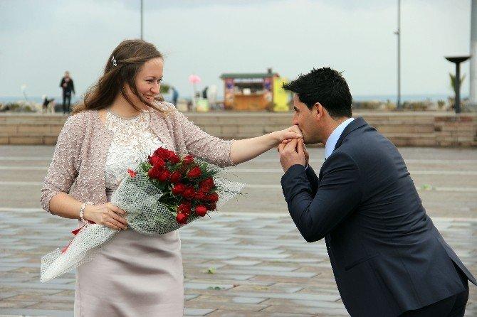 Avusturyalı Sevgilisine Atatürk Anıt Alanı'nda Evlilik Teklifinde Bulundu