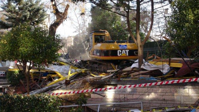 Kadıköy Altıyol'daki ünlü kafeler yıkıldı