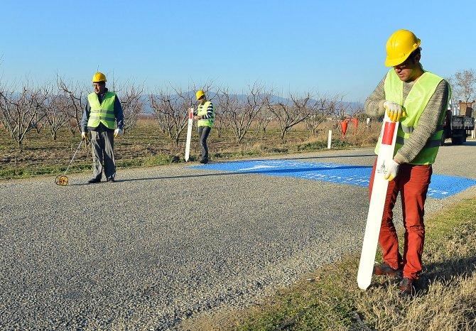 Köy yolları, yeni trafik uyarı levhaları ile 'daha güvenli' olacak