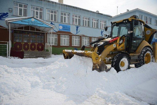 Yakutiye, Okul Bahçelerini Temizledi