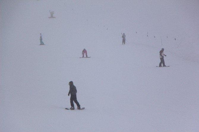 Kayak Severler Kartalkaya'ya Akın Etti