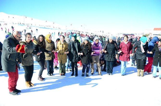 Mahalle Muhtarı Çocuklara Erciyes'te Kayak Keyfi Yaşattı