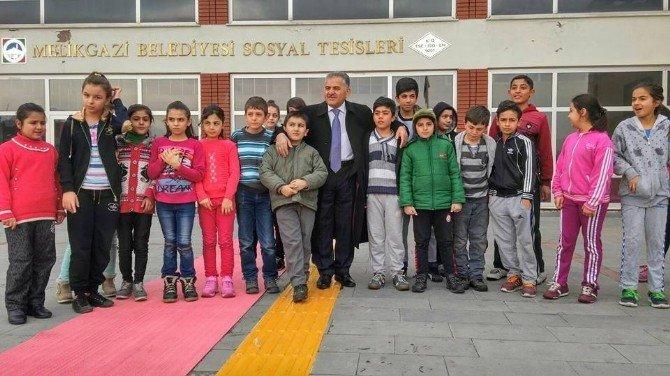 """120 Bin Öğrenci Okul Yollarında """"Aman Dikkat"""""""