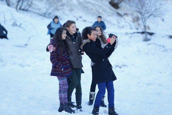 Konaklı Çocuklar Kar Keyfi Yaptı