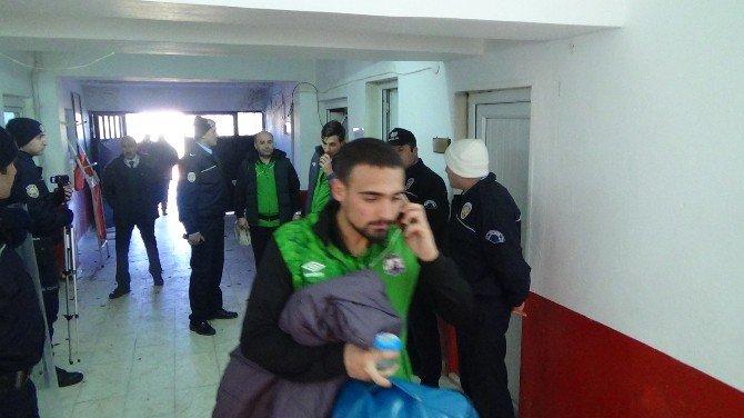 Bilecik'te Maç Sonu Saha Ve Soyunma Odası Koridorları Savaş Alanına Döndü