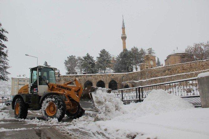 Nevşehir Belediyesi Kar Temizleme Çalışmalarını Sürdürüyor