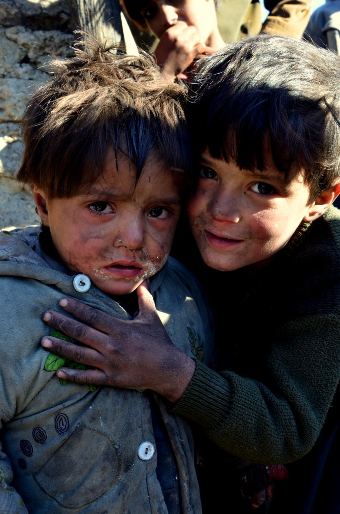 Kabil'e sığınan Afganlıların kamplarındaki yaşam mücadelesi yürek burkuyor