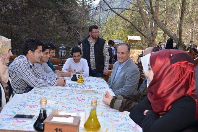 Suriye Ve Iraklı Öğrenciler Karaisalıda