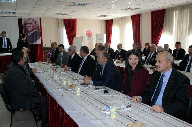 AK Partili Özdağ, Salihli'de Şehit Aileleri Ve Gaziler İle Bir Araya Geldi