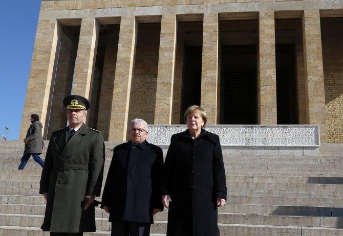 Almanya Başbakanı Angela Merkel, Anıtkabir'i ziyaret etti