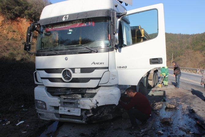 Hatalı sollama kaza yaptırdı: 2 ölü 5 yaralı