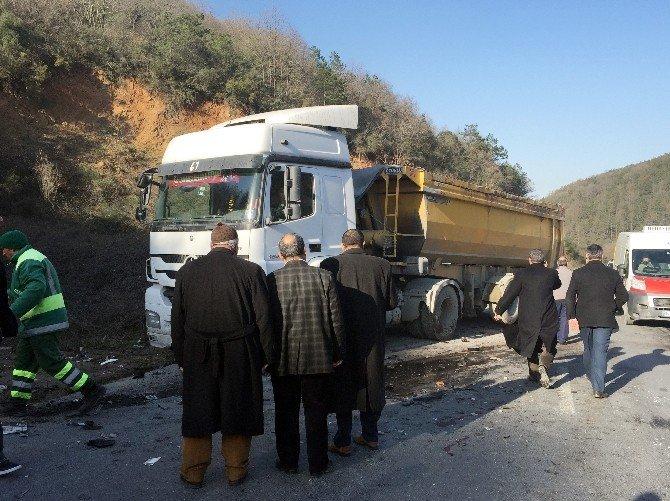 Otomobil Hafriyat Kamyonuyla Çarpıştı: 2 Ölü, 5 Yaralı