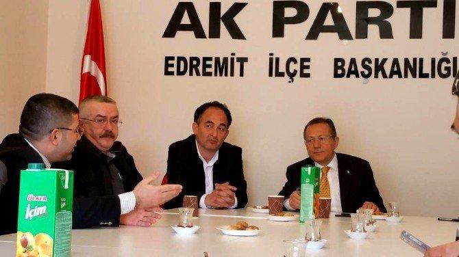 AK Parti İlçe Teşkilatı İle Bir Araya Gelen Uğur: