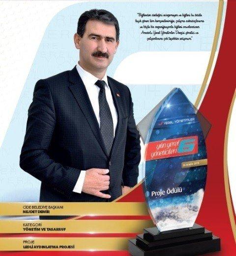 Başkan Nejdet Demir'e Yılın Yönetici Ödülü