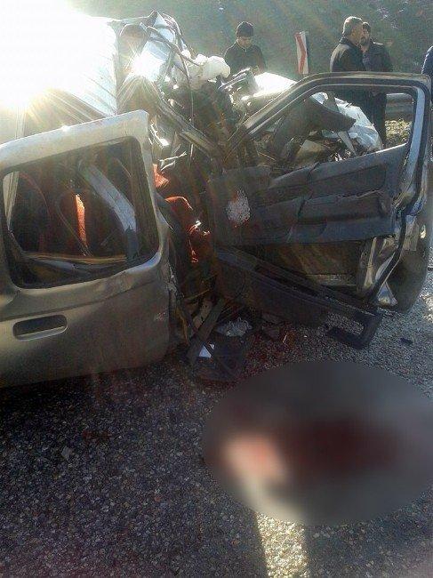 Bitlis'te Trafik Kazası: 2 Ölü, 1 Yaralı