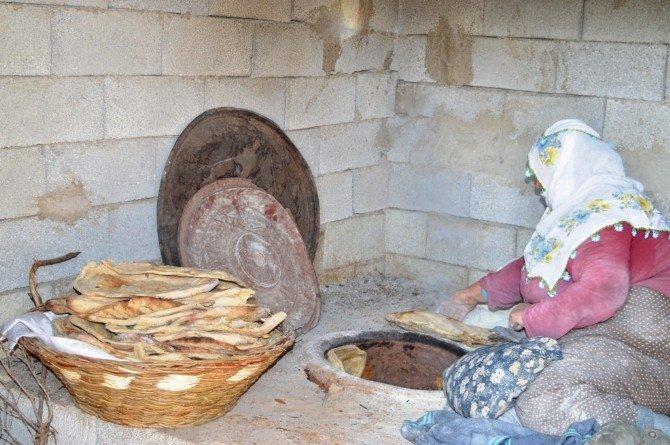 Bitlis'te Tandır Ekmeği Geleneği Devam Ediyor