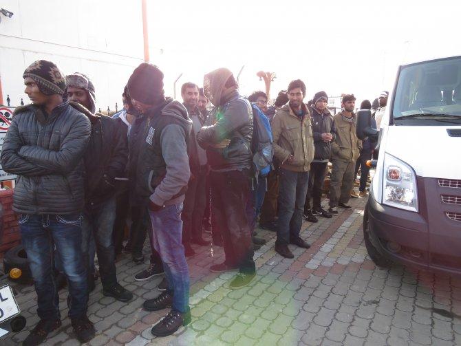 Çanakkale'de 118 kaçak göçmen yakalandı.
