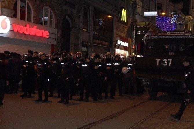 Beyoğlu'nda Korsan Gösteriye Polis Müdahalesi