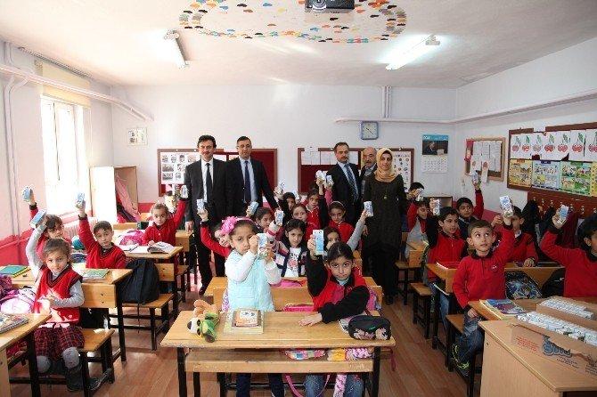 Darende'de Okul Sütü Dağıtımı Yapıldı