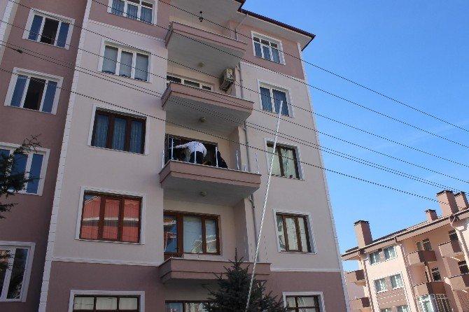 Apartman Balkonunda Feci Kaza