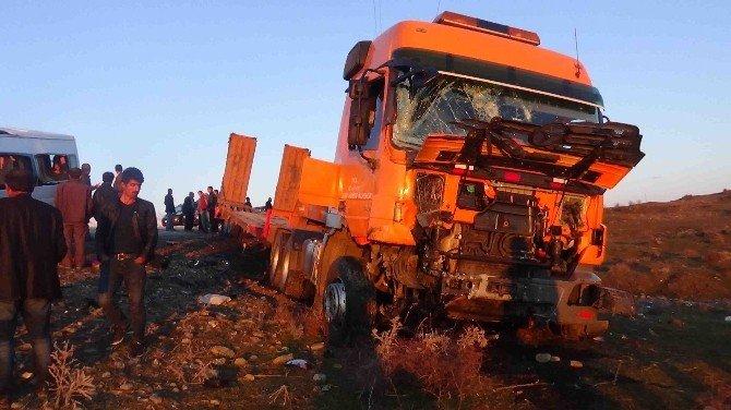 Diyarbakır'da Trafik Kazası: 8 Yaralı