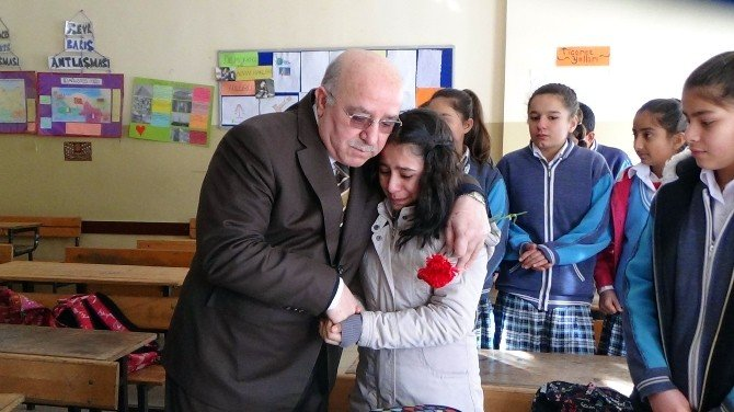 Roket'in Düştüğü Okulda Gözyaşı Ve Hüzünle Eğitime Başlandı