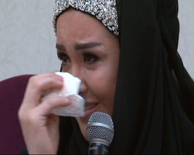 Ünlü Modacı Tesettüre Girme Sürecini Gözyaşlarıyla Anlattı