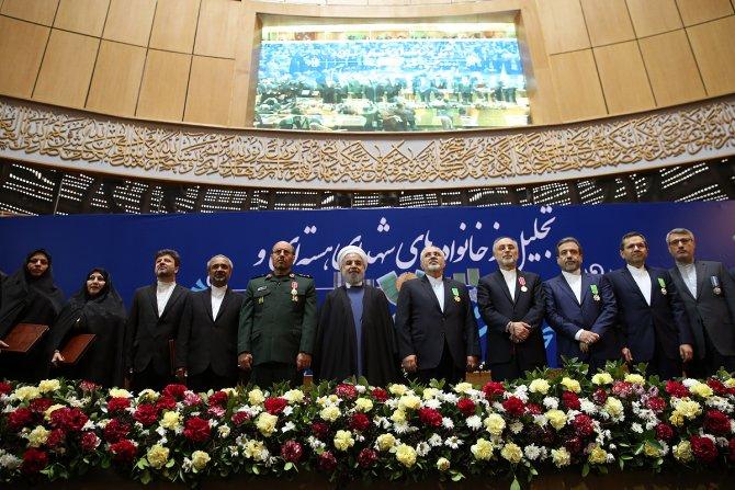 İran'da nükleer müzakere heyetine 'üstün başarı nişanı'