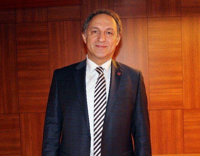 """Doç. Dr. Berrin Pehlivan: """"Baş Boyun Kanserleri İçin Proton Tedavisi Türkiye'ye Gelmeli''"""