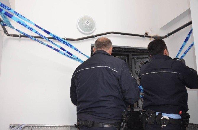 Üzerine Asansör Kabini Düşen İşçi Öldü