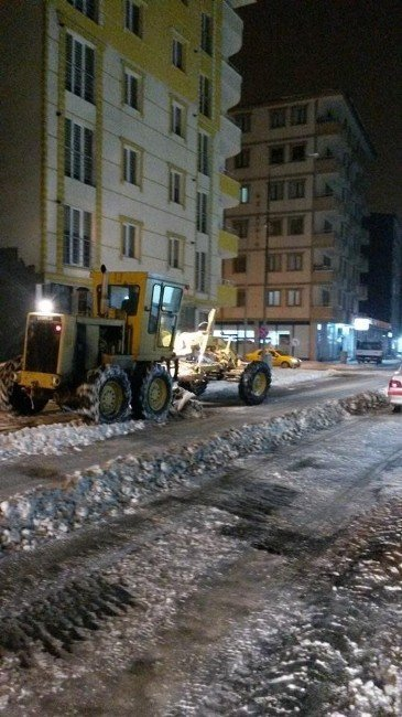 Kars Belediyesi'nin Karla Mücadelesi Sürüyor