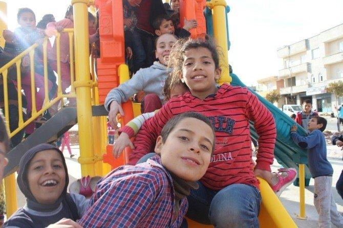 Oyun Grubu Kurulur Kurulmaz Çocukların Akınına Uğradı