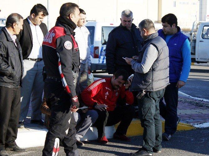 Kamyon'un Çarptığı Ticari Araç Kanala Uçtu: 3 Yaralı