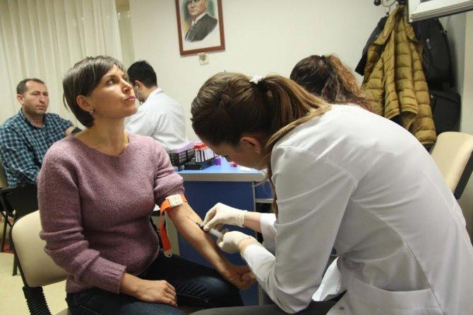 Konak Belediyesi'nden semt merkezlerindeki kursiyerlere sağlık kontrolu