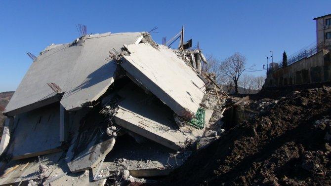 Mahmut Efendi külliyesindeki kız Kur'an kursu inşaatı yıkıldı
