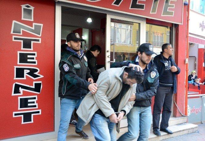 43 Yaşındaki Şahıs Öğrencilerin Arasında Uyuşturucuyla Böyle Yakalandı