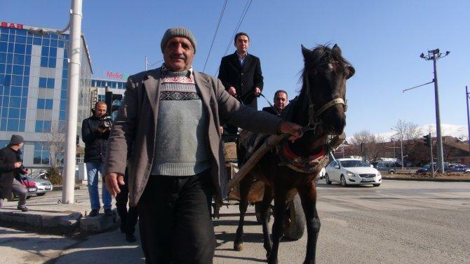 Zorunlu trafik sigortası zammına at arabalı protesto