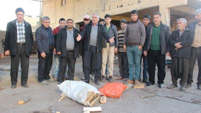 Oduncular, Kaçak Odun Ve Kömür Satıcılarına Odunlarını Tekmeleyerek Tepki Gösterdi