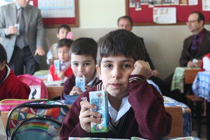 Okul Sütü Programı Kapsamında Öğrencilere Süt Dağıtıldı