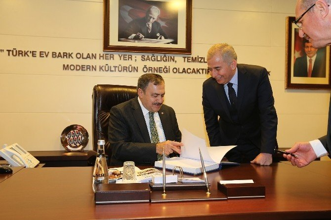 Bakan Eroğlu'dan Büyükşehir'e Övgü