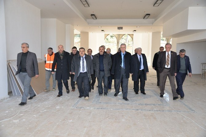 Belediye Başkanı Selim Yağcı, İl Genel Meclisi Üyelerine Yeni Otogarı Gezdirdi