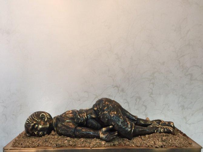 Aylan bebeğin heykelini yaptı