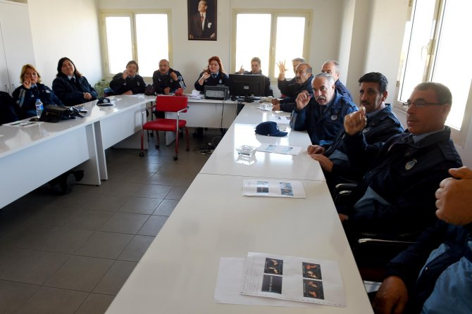 Seyhan Belediyesi zabıta ekiplerine 'işaret dili' eğitimi