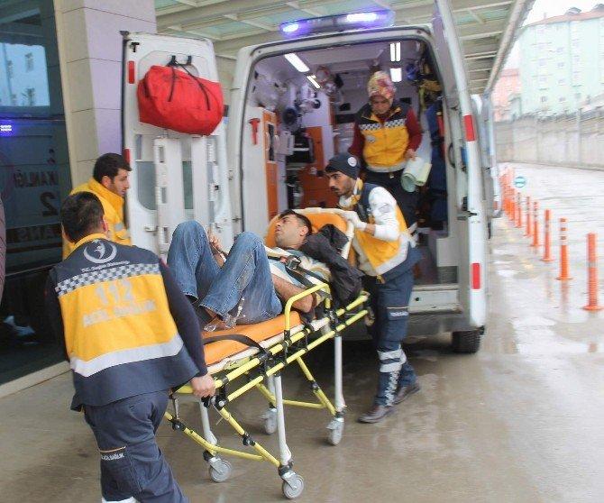Siirt'te Öğretmen Ve İşçileri Taşıyan Minibüs Takla Attı: 12 Yaralı