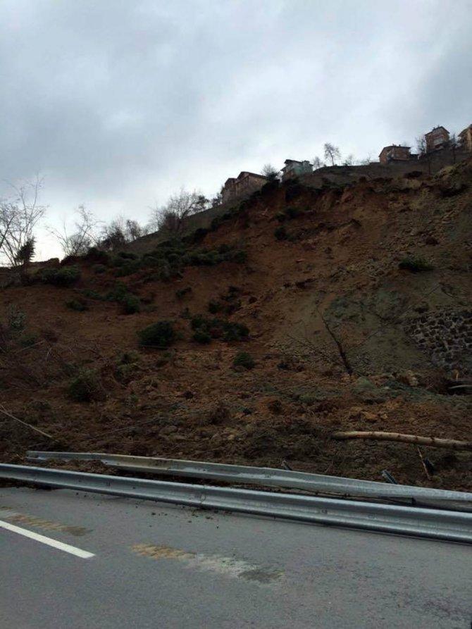 Of-Çaykara yolu heyelan nedeniyle ulaşıma kapandı