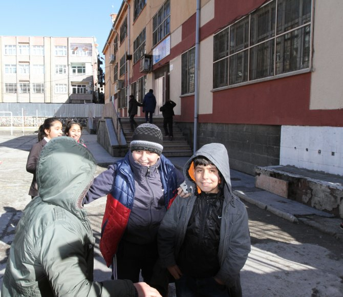 Sur'da eğitim öğrencisiz başladı