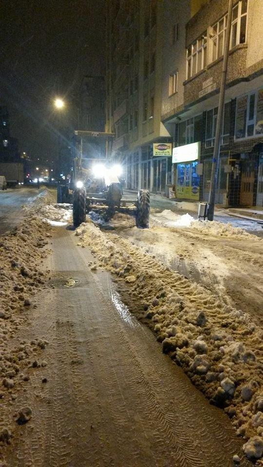 Kars Belediyesi kar mücadelesine hız verdi