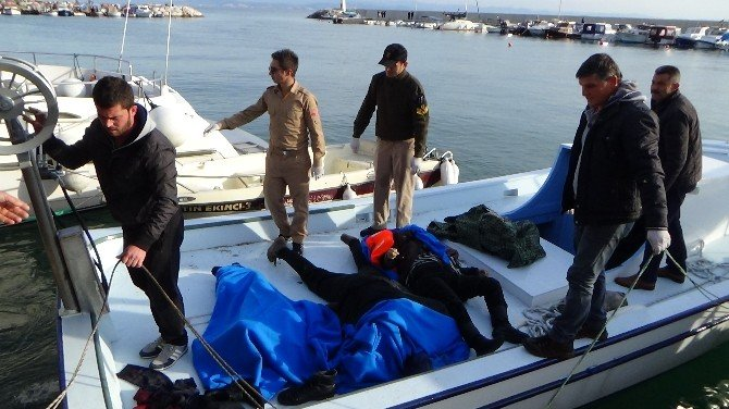Balık Adamlar Batan Tekneden 1 Kadın Ve 2 Çocuğun Cesedini Çıkardı