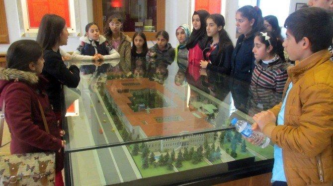 Zeytinburnu Bilgi Evi Üyeleri Dolmabahçe Sarayı'nda