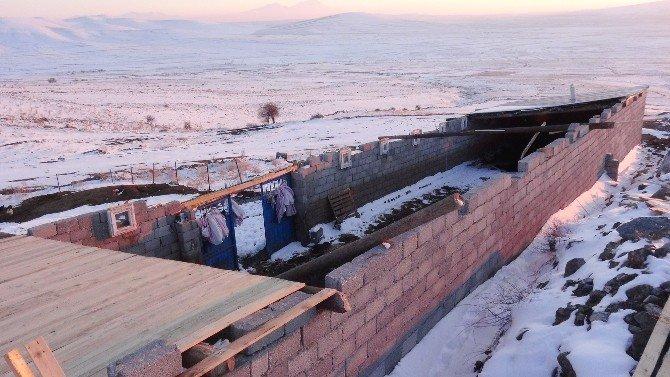 Çatıları Uçan Köylülerin Yaşam Mücadelesi